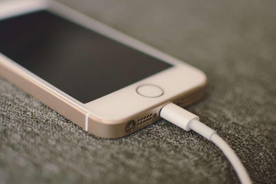 mobiltelefon töltő